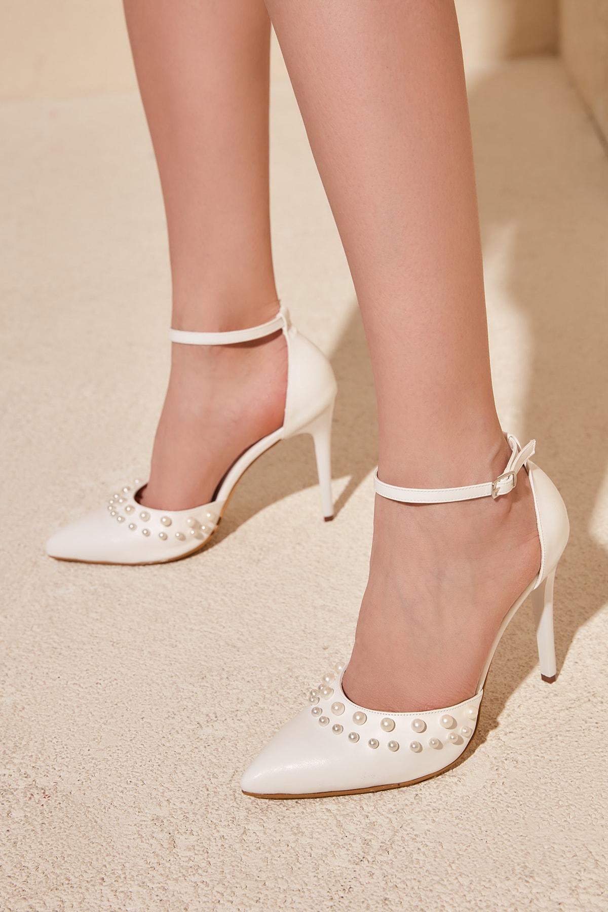 Trendyolmilla Beyaz Incili Kadin Klasik Topuklu Ayakkabi Takss20to0245 Trendyol